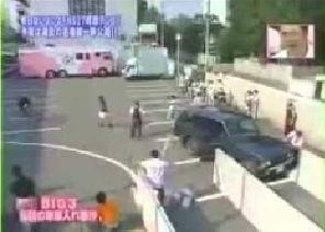 壊された車.png